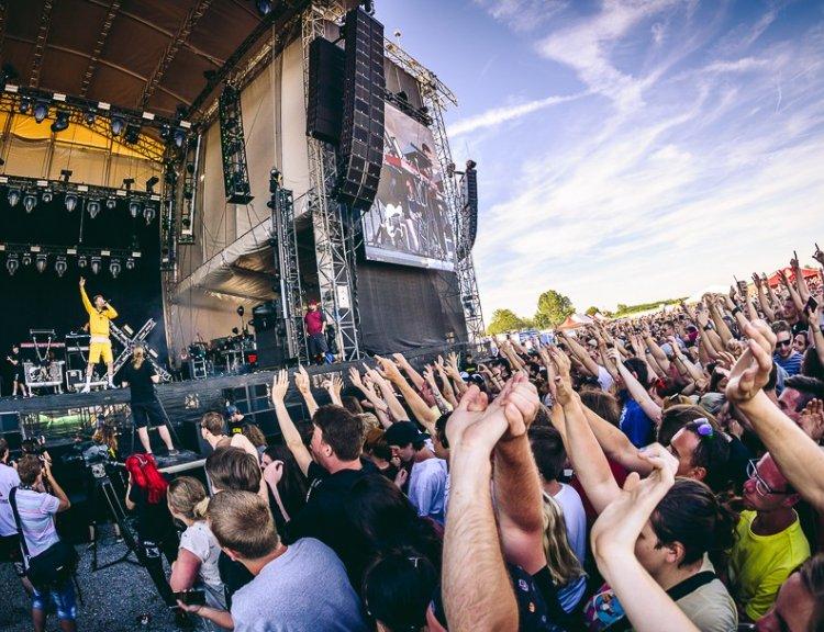 clanek_Kompilační CD Rock Forever dostanou návštěvníci Rock for people a Aerodrome festivalu!