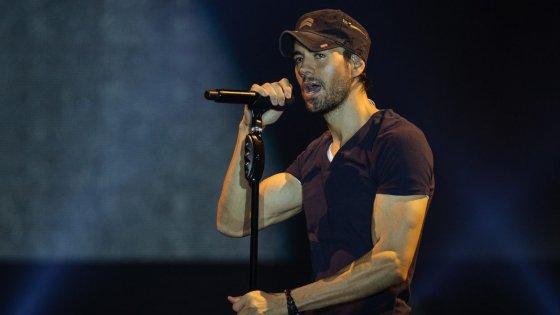 clanek_Pražskou O2 arenu roztancoval zpěvák Enrique Iglesias, na druhém koncertu oslavil narozeniny