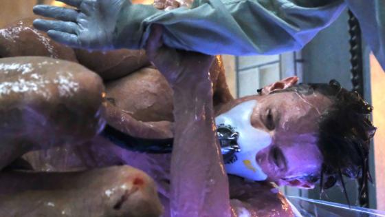clanek_V seriálu Altered Carbon se tělo mění jako oblek. Je to krvavá i chytrá vize budoucnosti